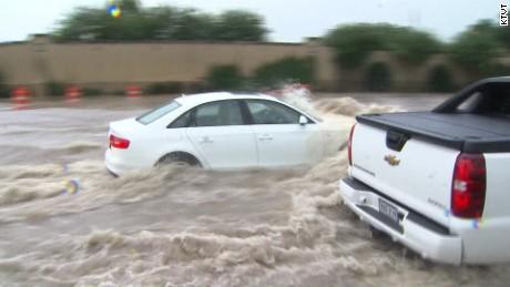 texas flooding rain cars street raw_00001105.jpg